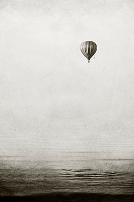 Hot air balloon - p470m886236 by Ingrid Michel