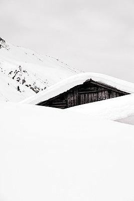 Ski Lodge - p2480651 by BY