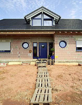 Ein Steg zum Hauseingang - p4140121 von Volker Renner
