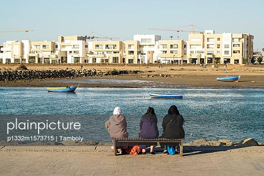 Drei Frauen in Rabat  - p1332m1573715 von Tamboly
