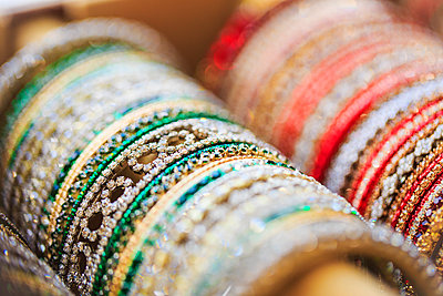 Close up of rows of bangles for sale - p555m1464011 by Jihan Abdalla