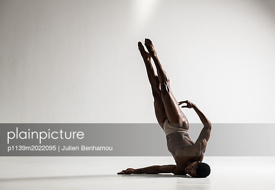 Dancer - p1139m2022095 by Julien Benhamou