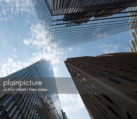 Wolkenkratzer in New York - p147m1158945 von Peter Stüber