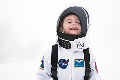 Astronaut 03 - p619m2015409 by Samira Schulz