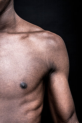 Bare-chested man - p975m2158516 by Hayden Verry