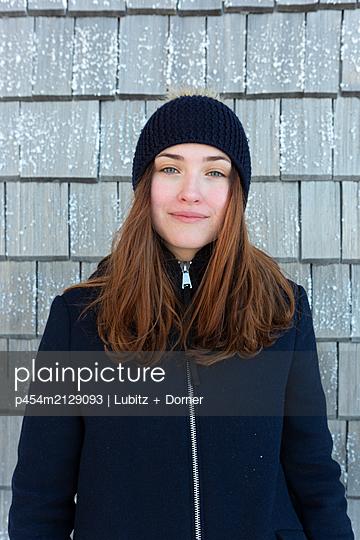 Going outside - p454m2129093 by Lubitz + Dorner