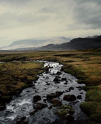 Leirvogsa river, near Thingvellir, Iceland - p1028m2044294 von Jean Marmeisse