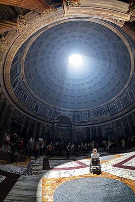 Im Rolli im Pantheon - p1275m1591728 von cgimanufaktur