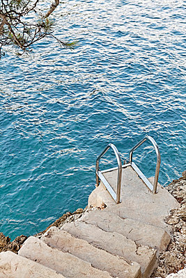 Stairs to the sea - p5864375 by Kniel Synnatzschke
