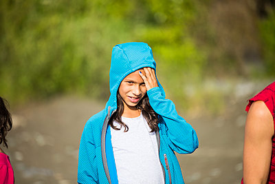 Girl in hooded sweatshirt standing outdoors - p1166m2202037 by Christopher Kimmel / Alpine Edge Photography