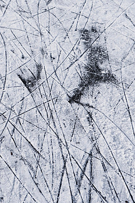 Close-up of ice and tracks - p2570295 by Luks