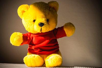 Yellow teddy bear - p1418m1571856 by Jan Håkan Dahlström
