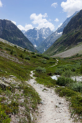 Hiking path - p6370105 by Florian Stern