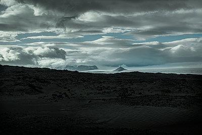 Island im Sommer - p741m2108946 von Christof Mattes
