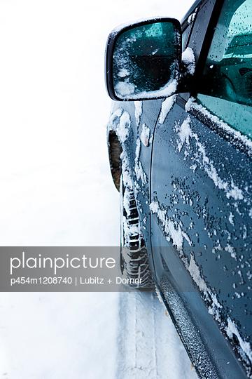 Unterwegs bei Eis und Schnee - p454m1208740 von Lubitz + Dorner