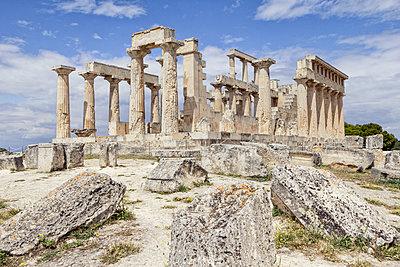 Greece, Aegina, view to ruin of temple of Aphaea - p300m1579395 von Maria Maar