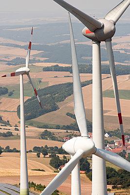 Windpark in Deutschland - p1079m1184944 von Ulrich Mertens