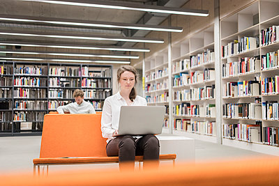 Two students learning in library - p1284m1452133 by Ritzmann