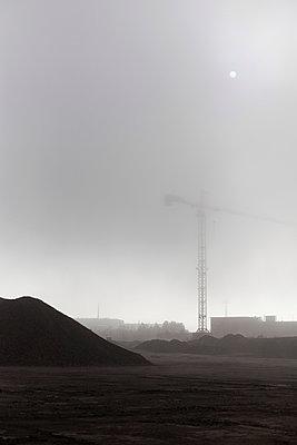 Kran im Nebel - p1340m2002090 von Christoph Lodewick