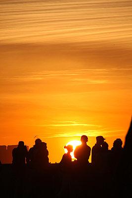 Sonnenuntergang am Hafen - p865m889785 von atomara