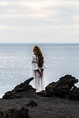Woman by the sea - p958m2142632 by KL23
