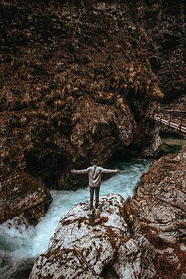 Man standing on rocks in the Vintgar Gorge in Slovenia - p1455m2081759 by Ingmar Wein