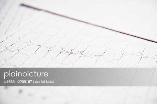 ECG recording - p1668m2288167 by daniel belet