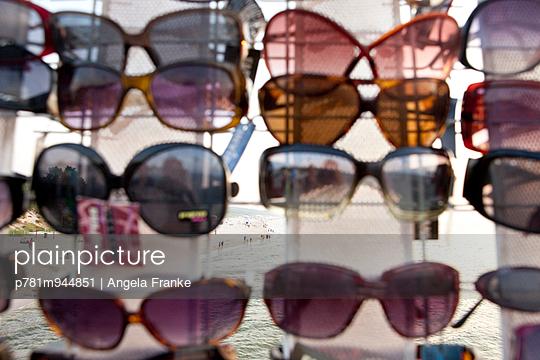 Sonnenbrillen - p781m944851 von Angela Franke