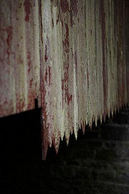 Old barn wall - p5863901 by Kniel Synnatzschke