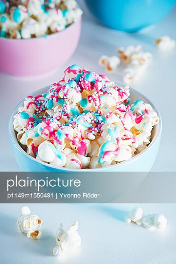 Popcorn mit Zuckerguss und Zuckerperlen - p1149m1550491 von Yvonne Röder