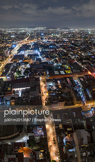 Aerial view Mexico City illuminated at night, Mexico - p301m2213587 by Stephan Zirwes