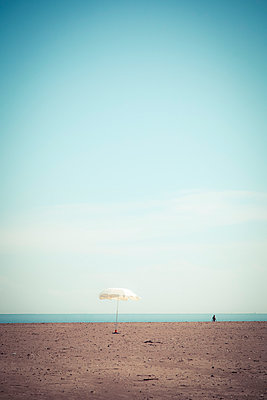 Umbrella on the beach - p1062m1039737 by Viviana Falcomer