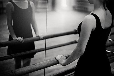Caucasian ballerina standing at barre - p555m1306059 by Vladimir Serov