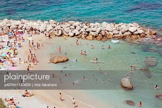 Sonnenbaden auf Capri - p432m1149630 von mia takahara