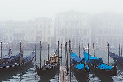 Rows of gondolas on misty canal, Venice, Italy - p429m1408171 by Eugenio Marongiu