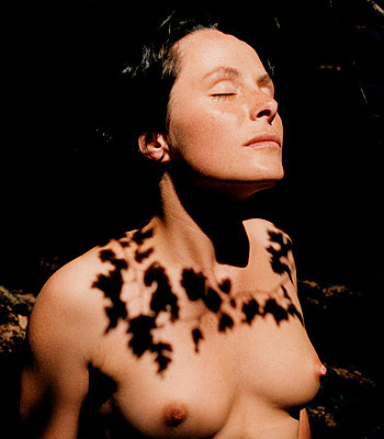 woman with shadow necklace - p5677677 by Sandrine Agosti-Navarri