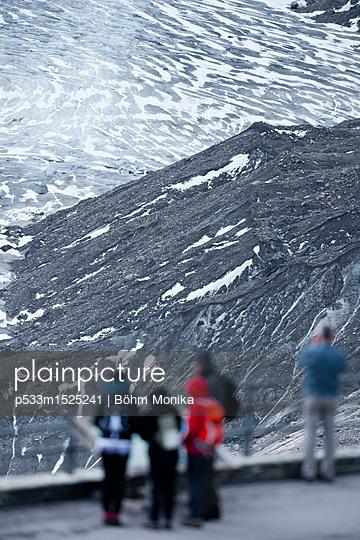 Touristen im Besucherzentrum des Nationalparks - p533m1525241 von Böhm Monika