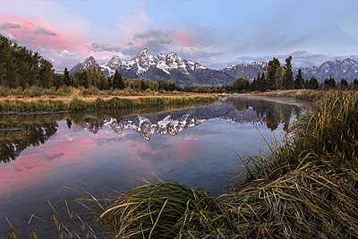Scenic view of Lake against sky at Grand Teton National Park during sunset - p1166m1571095 by Cavan Social