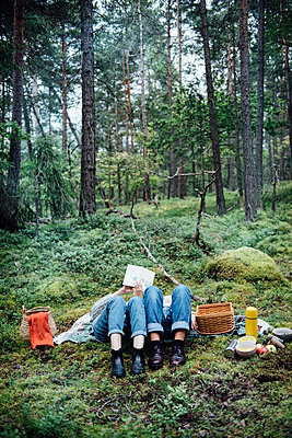 Women on picknick in the forest - p312m1113755f by Malin Morner