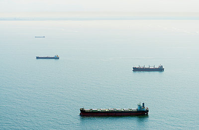 Aerial shot of ships moored off the Dutch coast, IJmuiden, North Holland, Netherlands - p429m1155859 by Mischa Keijser