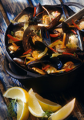 Mussels in white wine in pot with lemon wedges on the side - p62317003f by J. Hall & L. Mouton