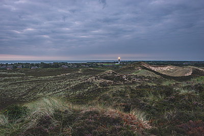Germany, Schleswig-Holstein, Sylt, Kampen, view from Uwe dune to lighthouse - p300m2042121 by Kerstin Bittner