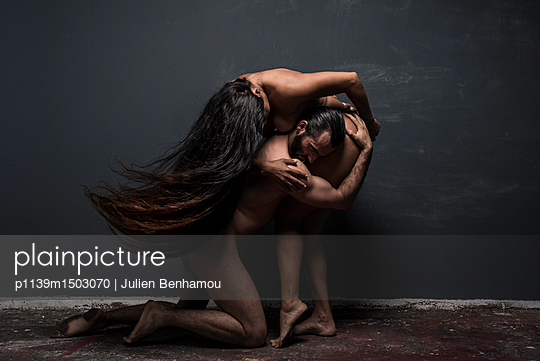 Dancing couple posing naked together - p1139m1503070 by Julien Benhamou