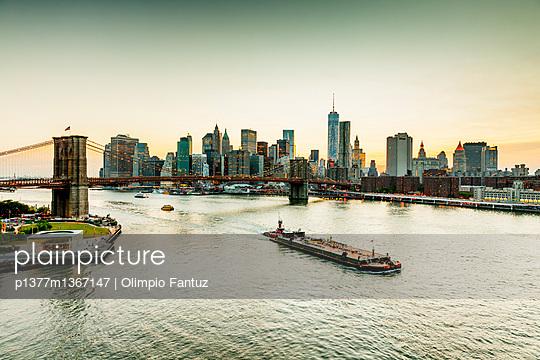 View from Manhattan Bridge - p1377m1367147 by Olimpio Fantuz