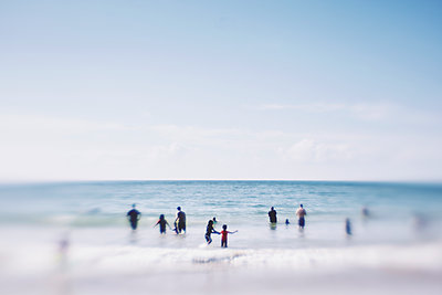 group of people standing and playing in the sea - p1072m1348934 by Stephen Allsopp