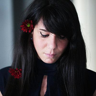 Sad woman - p1160m1582530 by Emilie Reynaud