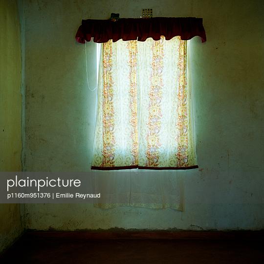 Curtain - p1160m951376 by Emilie Reynaud