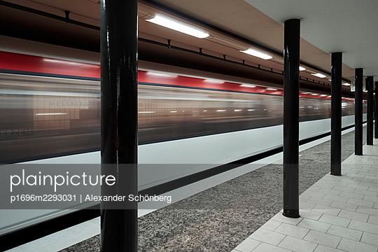 Hamburg subway - p1696m2293031 by Alexander Schönberg