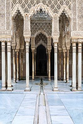 Alhambra - Löwenhof - p1093m855401 von Sven Hagolani