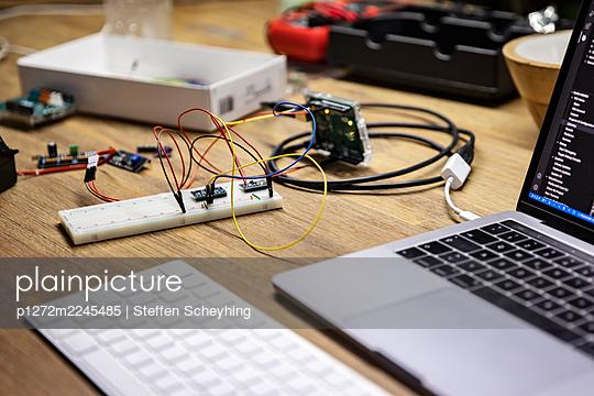 Programming A Microcontroller - p1272m2245485 by Steffen Scheyhing